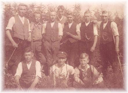 Aus der Lehrzeit von Otto Eggert (links unten)